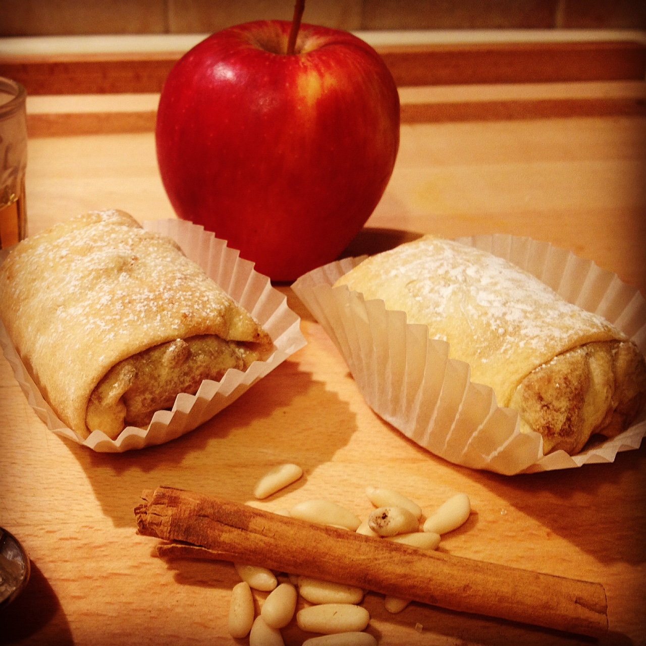 Strudel superlight con mele pinoli e cannella