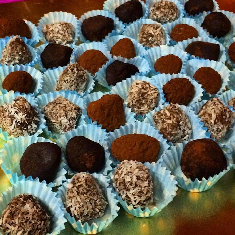 Tartufini di avocado al cioccolato