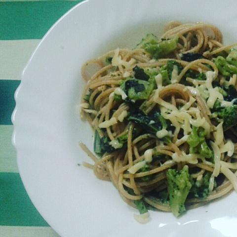 Spaghetti con broccoli e gouda