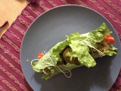 Involtini di lattuga con Falafel ai pistacchi