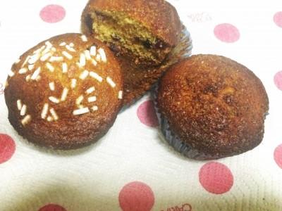 Muffin integrali al miele con mirtilli rossi e neri