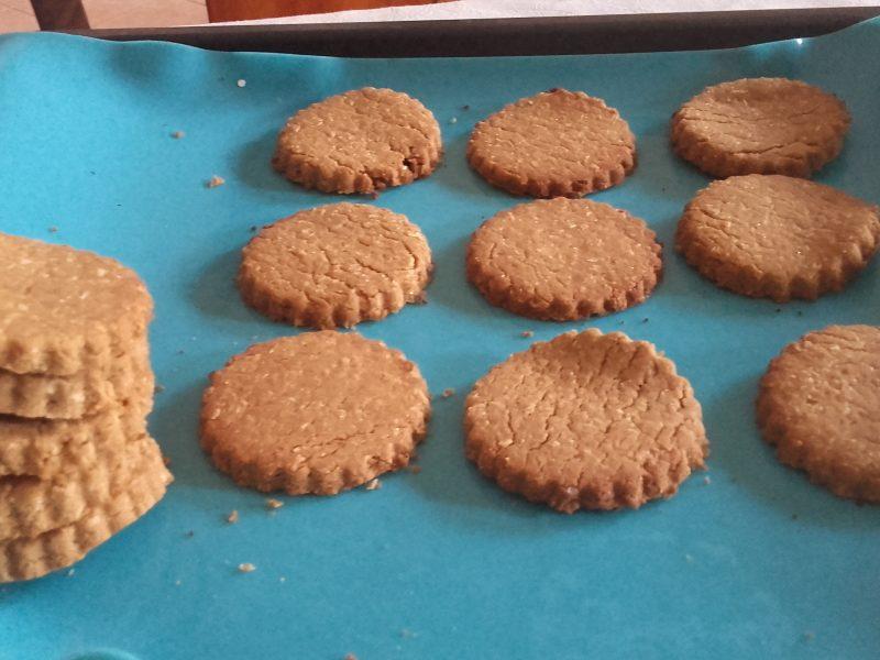 Biscotti con farina di ceci e cocco