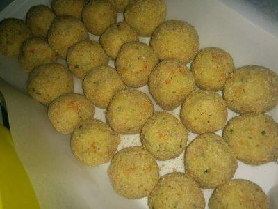 Polpette con patate, carote, porri e carciofi