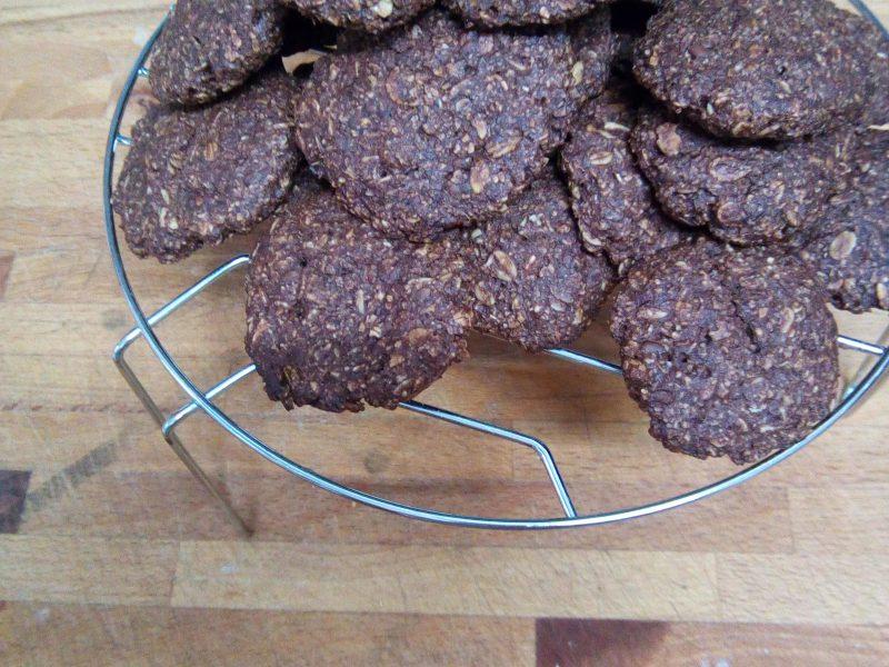 biscotti vegani ai fiocchi e cannella