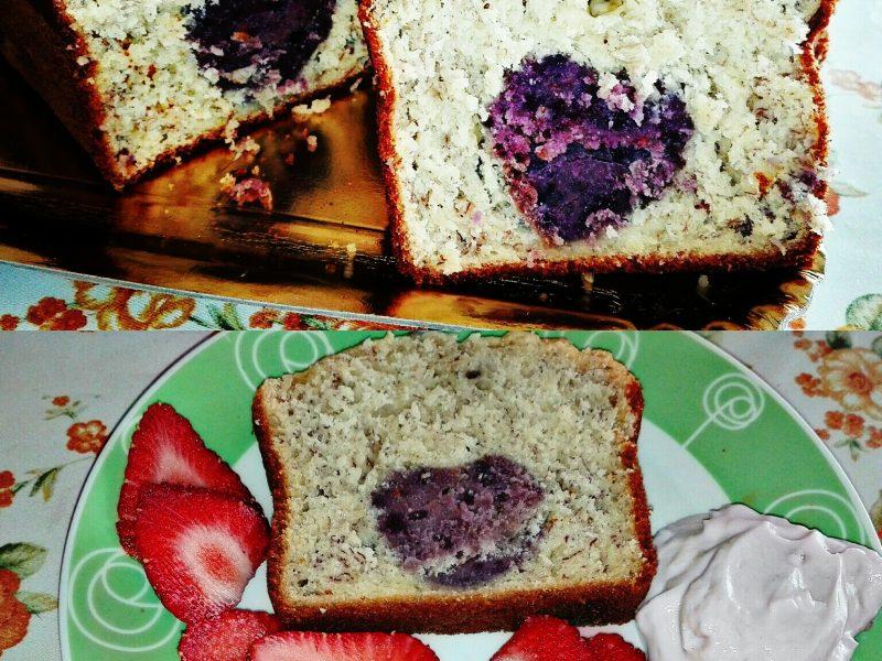 Banana bread: variante con cuore morbido ai frutti rossi