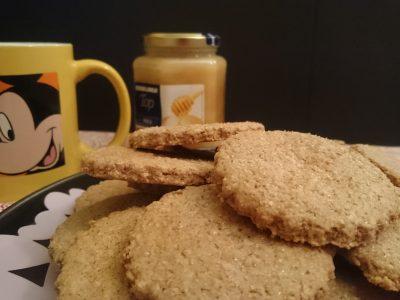 Biscotti integrali al miele senza uova e burro