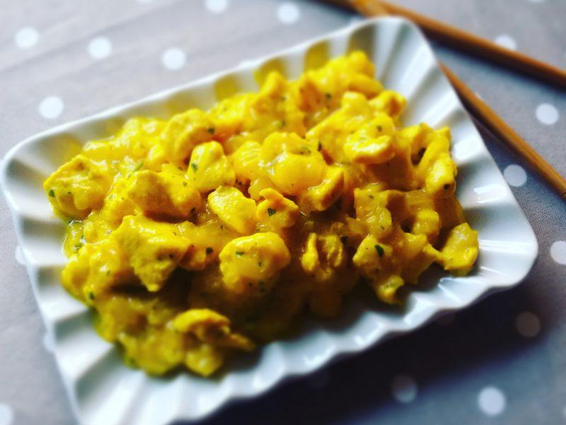 Bocconcini di pollo allo zafferano con zucchine