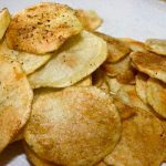 Chips di patate light al forno con pepe e rosmarino