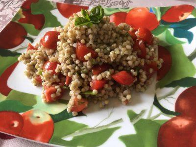 Grano saraceno con pomodorini e basilico