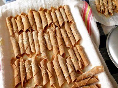 Pasta fresca di farina di castagne senza uova: Mandilli Genovesi light