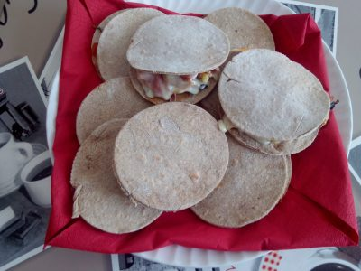 Piadine di segale con formaggio light e verdure grigliate