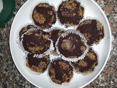 Muffin all'acqua con cacao e cocco