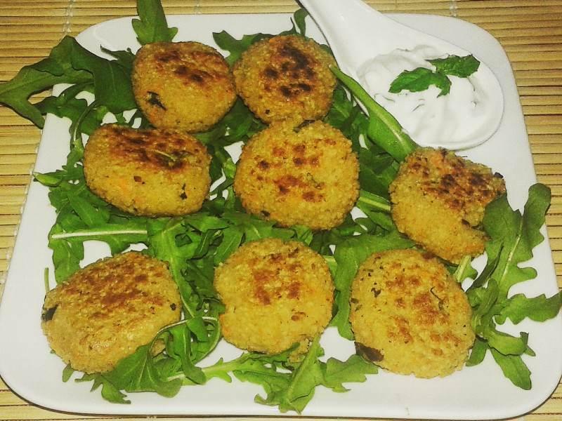 Polpette di cous cous vegetariane con salsa alla menta