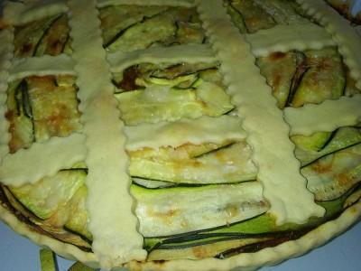Crostata salata ripiena di parmigiana di zucchine light