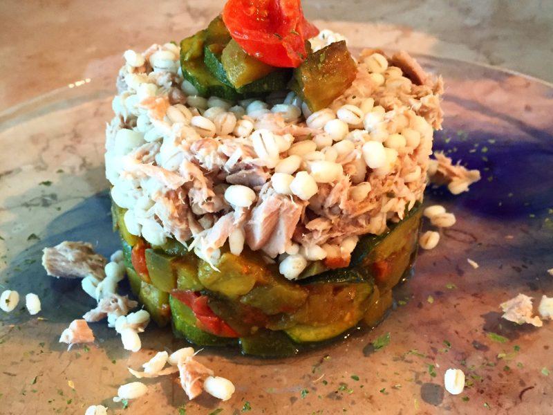 Orzo con verdure miste e tonno