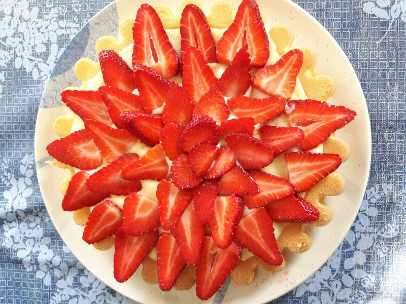 Torta alla crema pasticcera e fragole super light