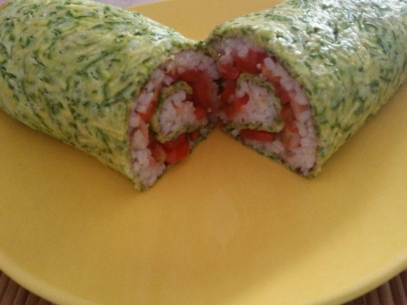 Rotolo di zucchine tricolore con pomodorini e salmone affumicato