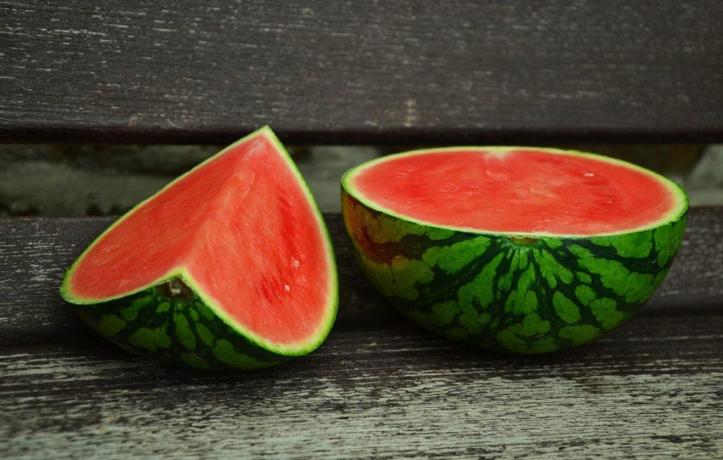 Anguria: un frutto ricco di zuccheri? Fa ingrassare?