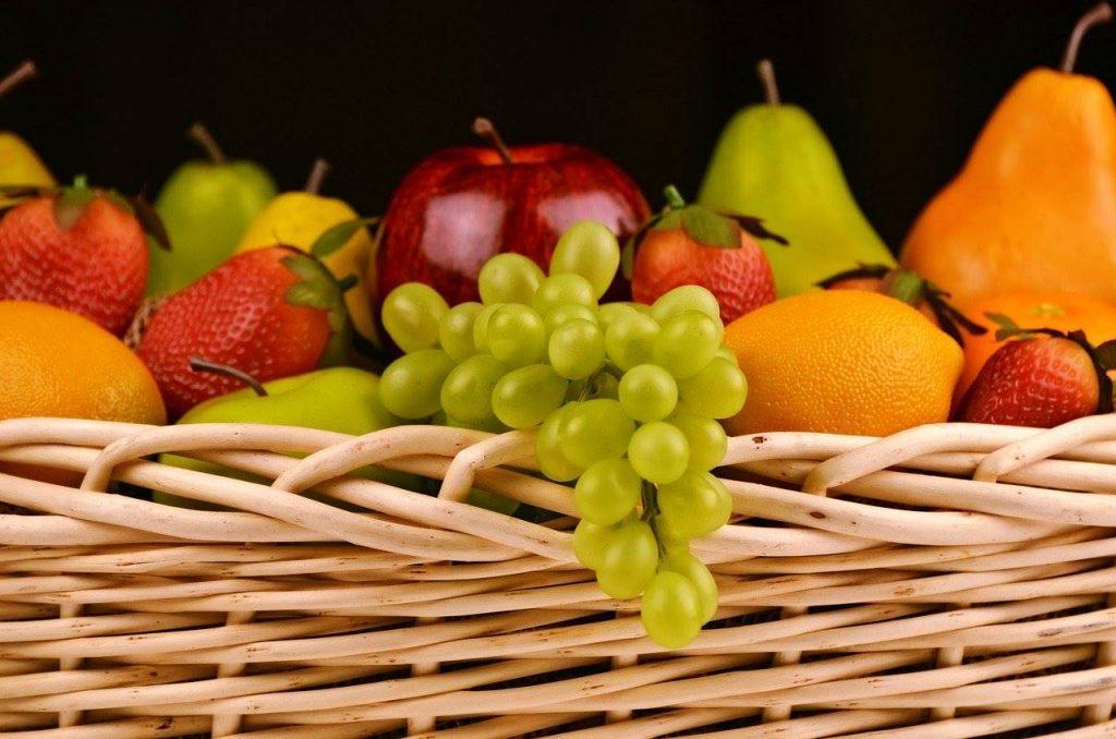 La frutta di stagione: quale scegliere mese per mese