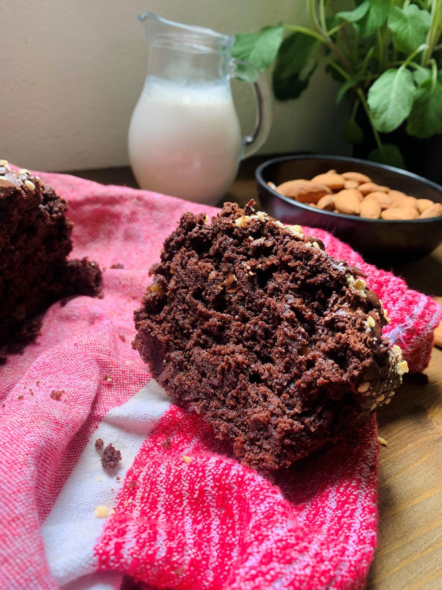 plumcake alle mandorle e cioccolato.