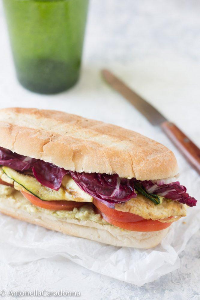 Panino con frittata e crema di avocado